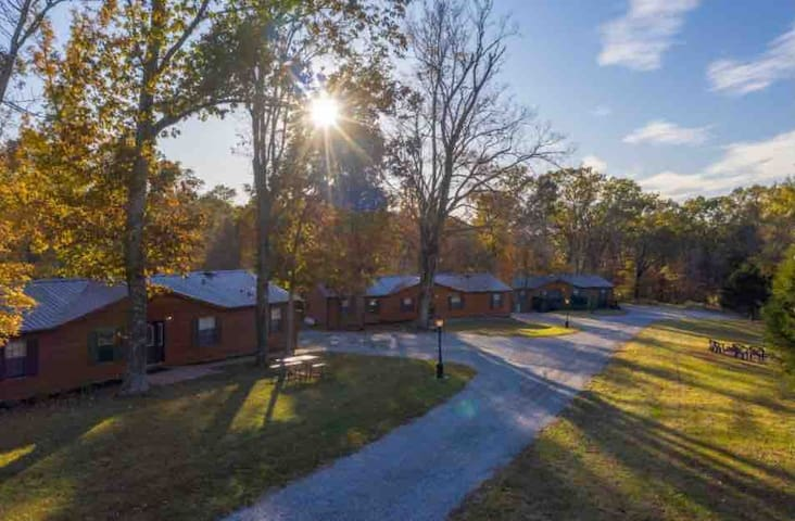 Hillside Haven Cabins-Oak Tree Cabin