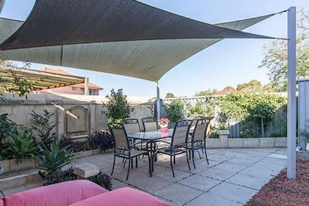 Villa with pool- Avail for Xmas NY! - Joondanna