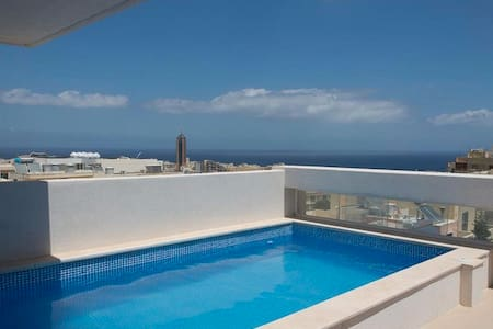 Penthouse Duplex with Private Pool - San Ġiljan