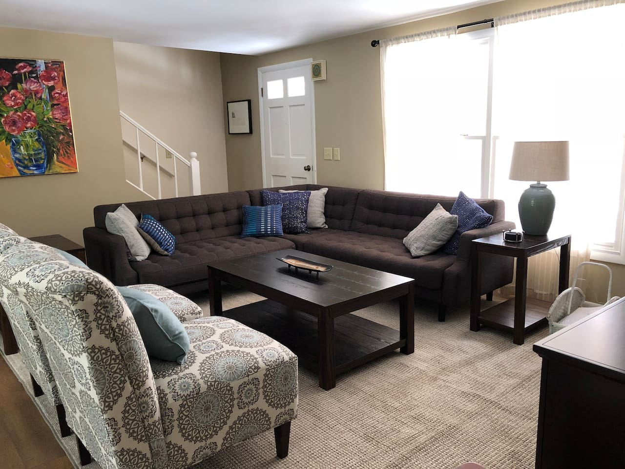 """""""The Bluestone Cottage was perfect for my group and our wine tasting weekend. Lots of space for everyone to hang out"""" Review Fall 2018. Includes Cable and wifi for entertainment."""