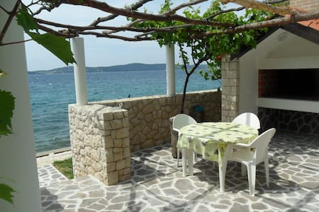 Cinthija seaside studio apartment - Bibinje - Apartment
