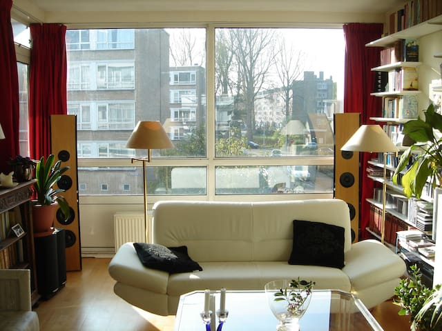 Light and sunny apartment + 3 bikes - The Hague - Apartmen