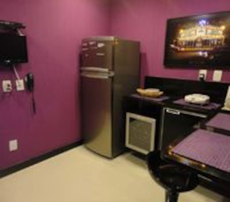 GOURMET KITCHEN W/ WINE COOLER