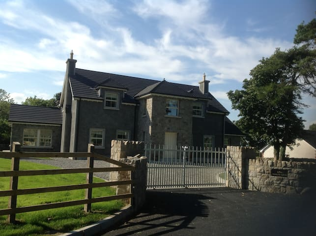 Teach Neid - Self Catering - Mayobridge - Casa