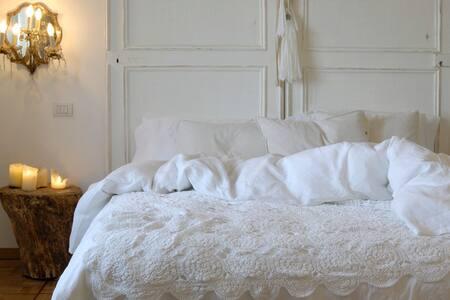 Ca Bevilacqua -  Marabou Room
