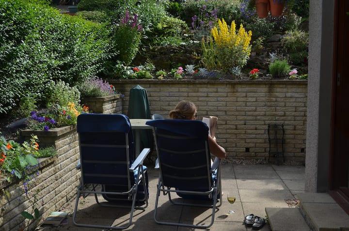 Red Sandstone family home & garden