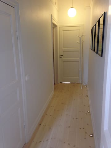 The hallway from the main room