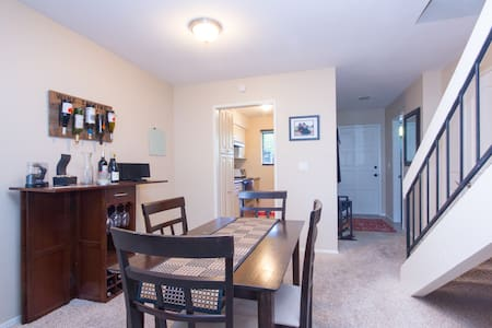 Cozy 2BD Close to Downtown - サンタバーバラ - アパート