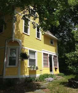 Charming Victorian 3 BD Cottage - North Adams - Hus