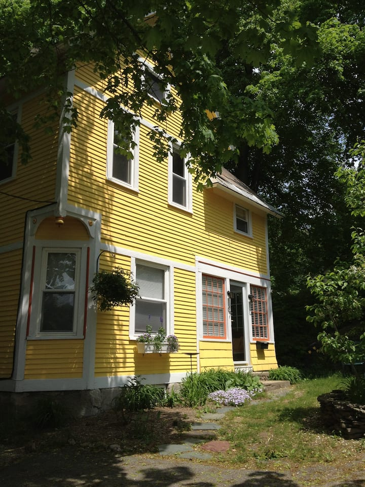 Charming Victorian 3 BD Cottage