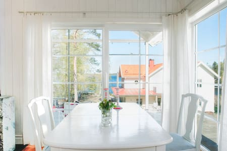 Charming bungalow with sea view! - Lidingö