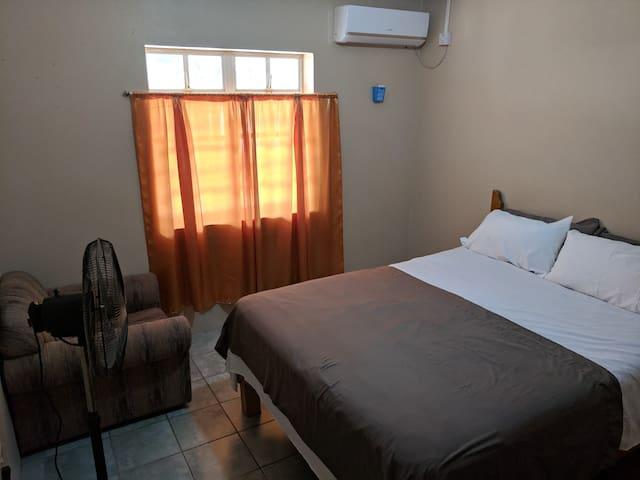 Bedroom, Queen Mattress
