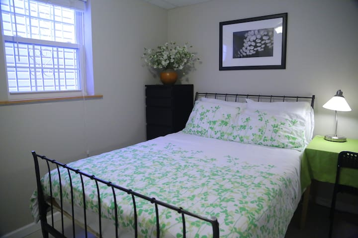 Ensuite privacy close to Manhattan - Queens - Casa