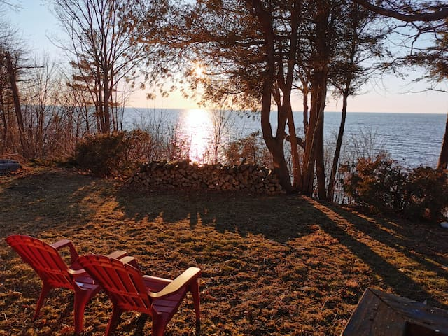 Lakefront Cottage - Amazing Sunsets!!