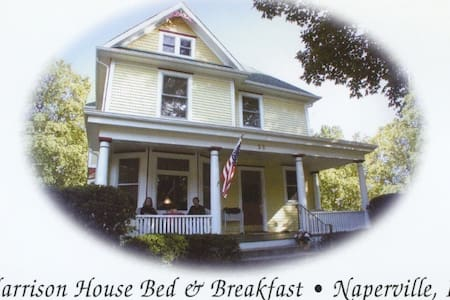 Downtown Naperville Victorian Room - Naperville - Bed & Breakfast
