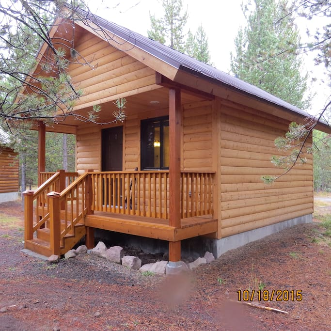 Guest cabin near yellowstone park cabins for rent in for Log cabins in yellowstone national park