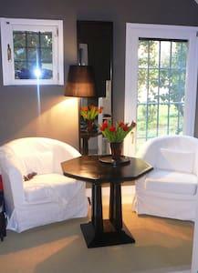 Charming Room on Riviera di Chiaia - Nàpols - Bed & Breakfast