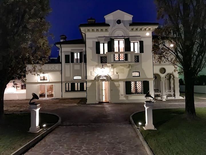 All Historic Suite Villa