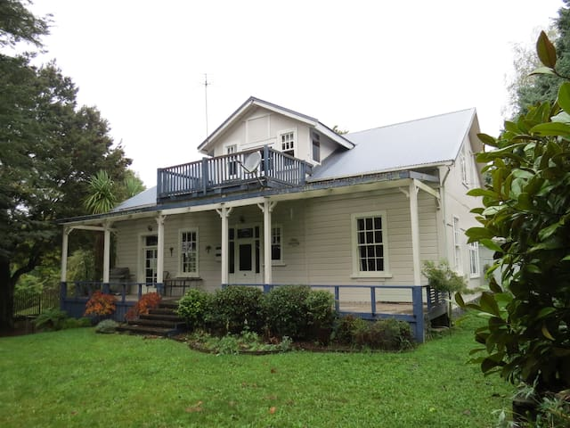 The Old Courthouse: Judges Room - Raetihi - Bed & Breakfast