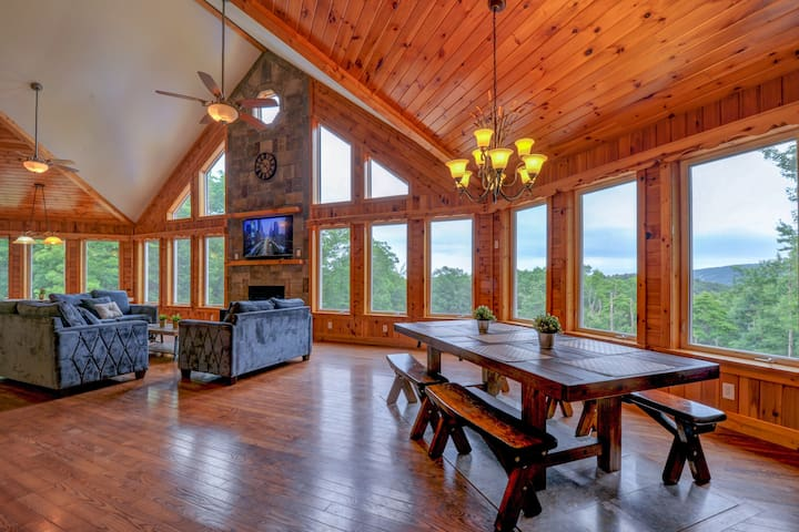 CHALET, 10BR 7BA, Sleeps 30,  Pool/Hottub/Privacy