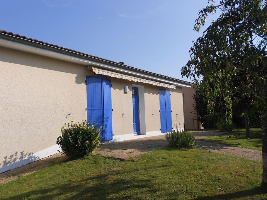 Maison entre ville campagne piscine juillet houses for Piscine 5 juillet