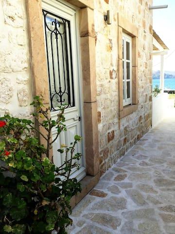 Sapsila Beach Stone House - Patmos - Rumah