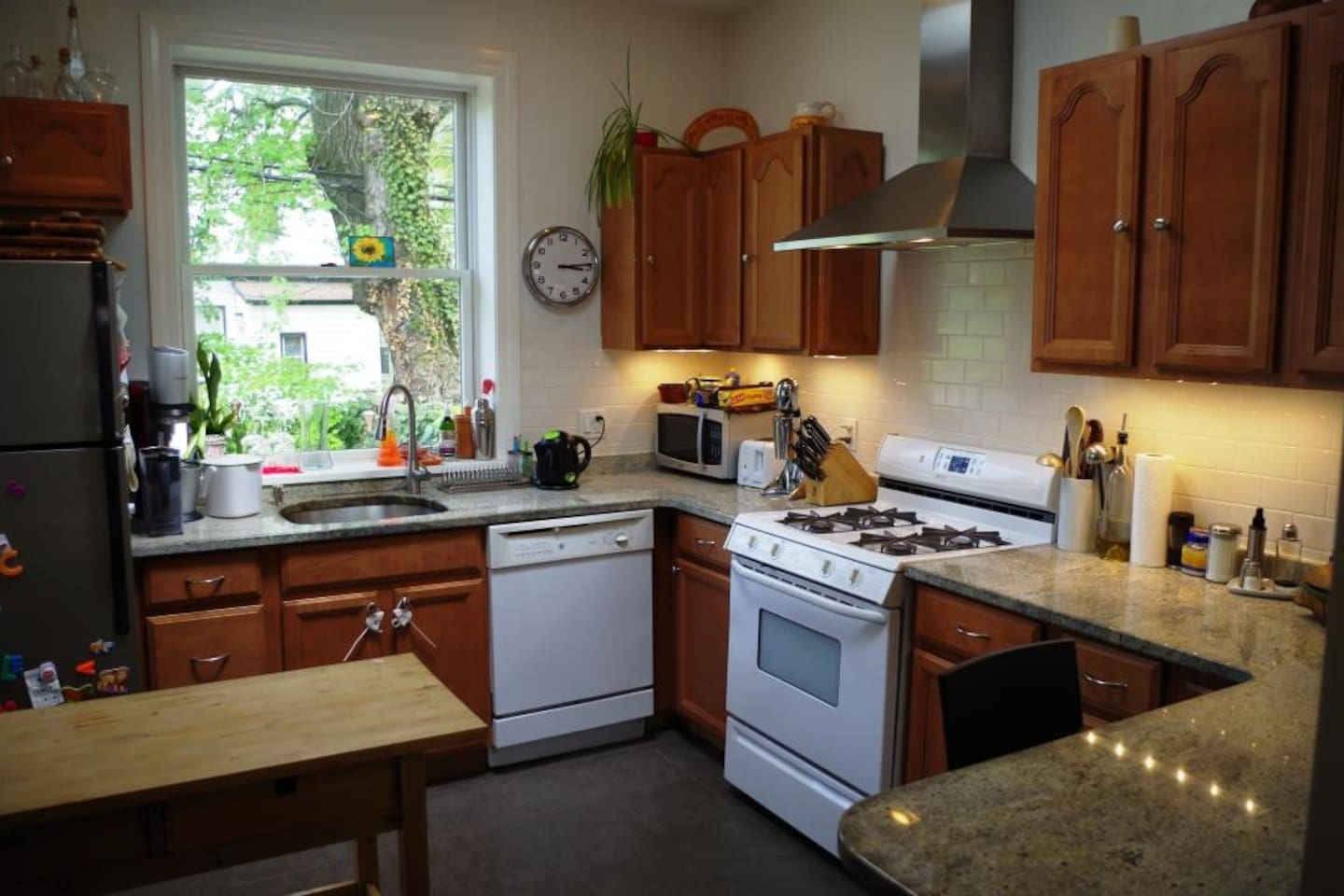Fully, Fully, Fully equipped kitchen. Bright (skylight)
