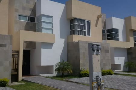 Beautiful New House with Lagoon & Swimming Pool!! - Ciudad Apodaca