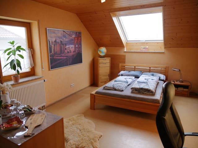 Gemütliches, rustikales Zimmer zum Abschalten
