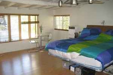 Tranquil Guesthouse 2 bdrm + Office
