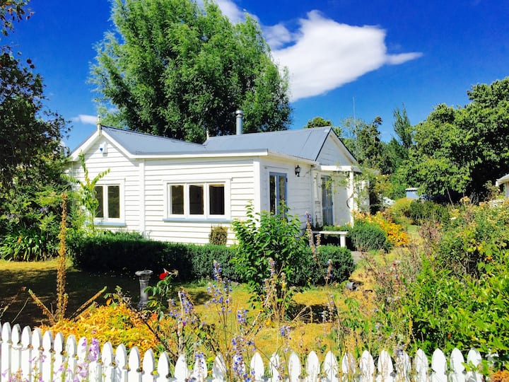 The Ploughman's Cottage - Bay of Islands