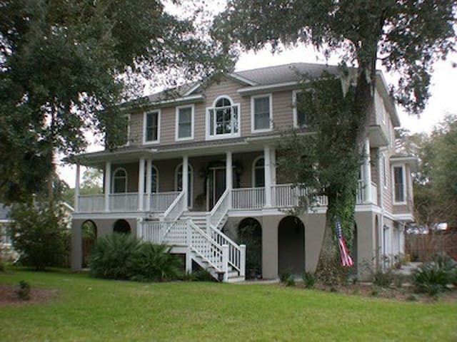 Wonderful Large Family Home Close to Beach. Pool! - Isle of Palms - Dom