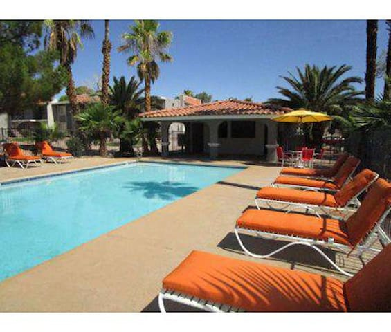 Sleeps 10,close to Vegas Strip & Convention Center