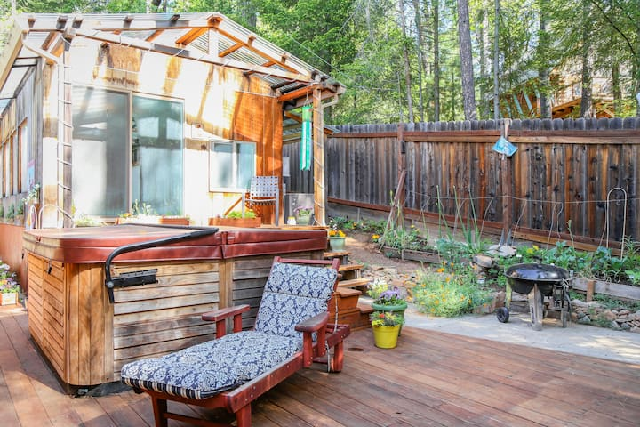 Charming Sunny Mountain Studio, Yard/Flowers. - Cobb - Apartmen