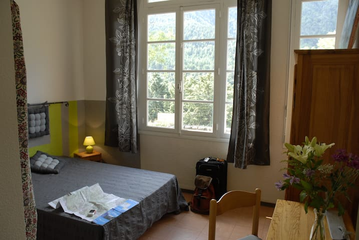 Chambre d'hôte de moyenne montagne - Escaro