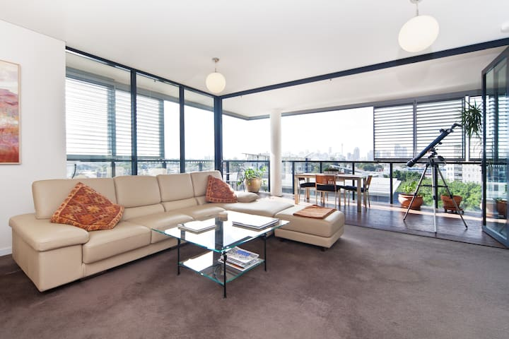 Modern 2bdr city view apartment - Camperdown - Leilighet