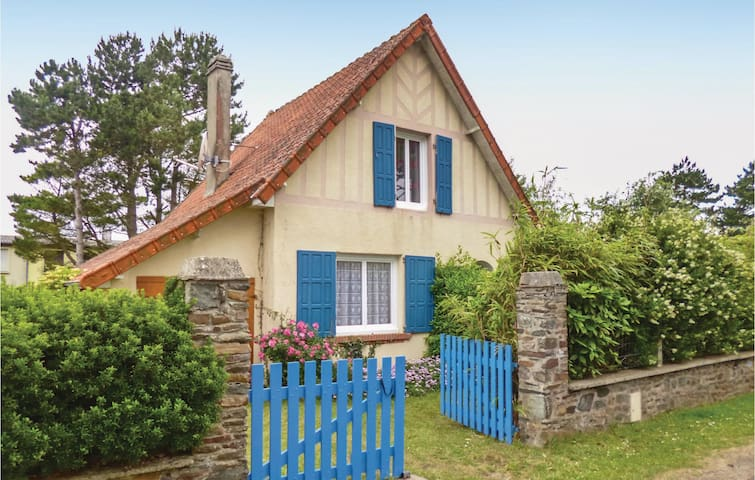 Holiday cottage with 2 bedrooms on 0 m² in St. Germain sur Ay
