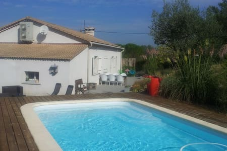 Vrijstaand huis met zwembad - Lézan