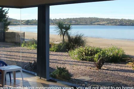 Frogmouth Cottage Live on The Beach - Primrose Sands - House