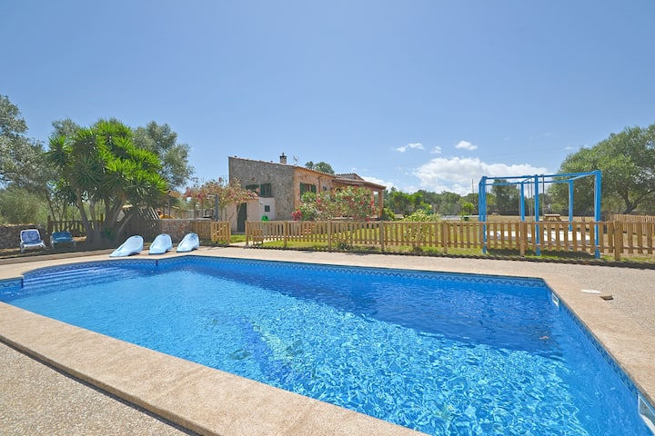 CALDERITX, Country house with swimming pool in Ariany