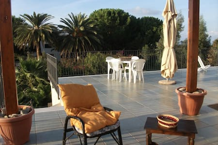 Apartment with huge panoramic terraces and garden - Lascari
