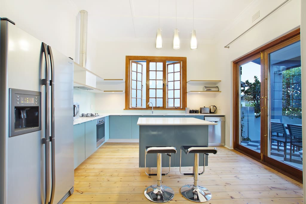 A cape cottage in higgovale houses for rent in cape town for Kitchen lights cape town