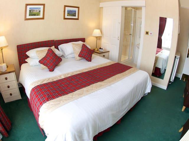 Daviot House Room 2