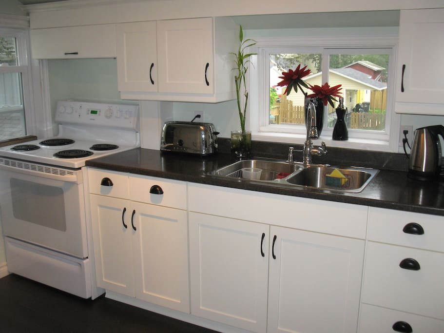 Bright, clean fully equipped kitchen