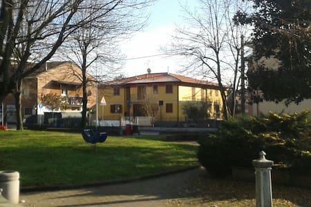 Accogliente tre locali  - dresano - Appartement