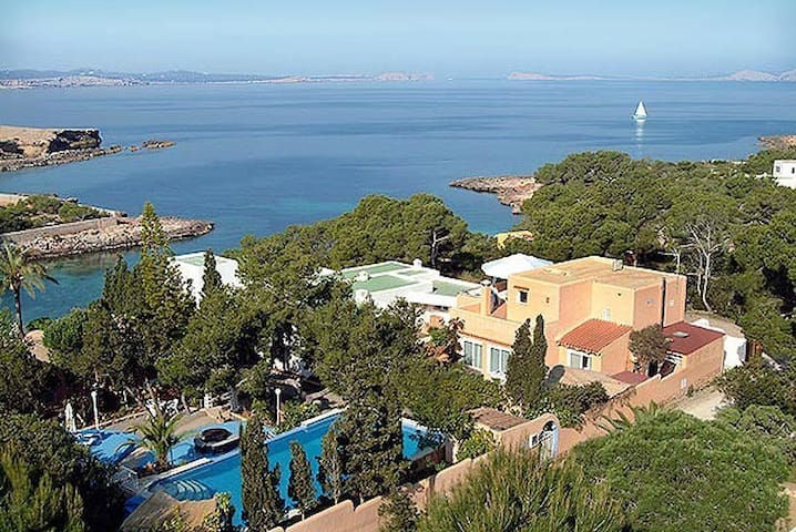 Strandvilla, Cala Gracioneta,Ibiza - San Antonio - Villa