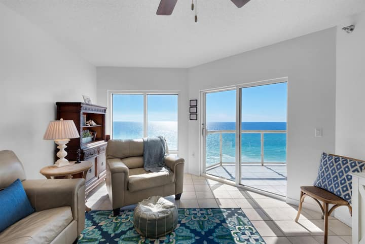 Emerald Isle unit 1005 is the perfect beachfront property to wake up to the waves and watch gorgeous sunsets.