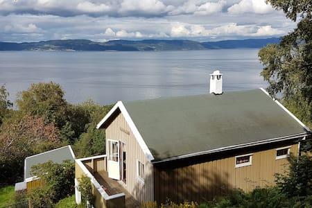 Byneset - Hytte med fin fjordutsikt.