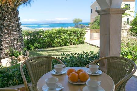 Villa front the beach with garden - Villa