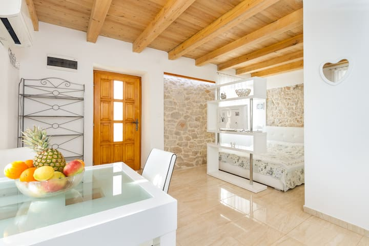 Superior king-size bed apartment - Šibenik - Huis